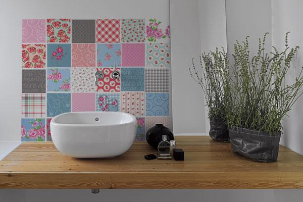 Como Aplicar Adesivos em Azulejos no Banheiro  Salles Imóveis Itupeva e Jund -> Adesivo Para Decoracao De Banheiro